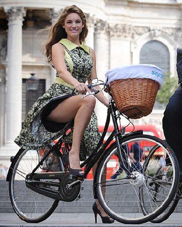Велодевичник 2012 - юбки, шампанское и велосипеды (147 фото)
